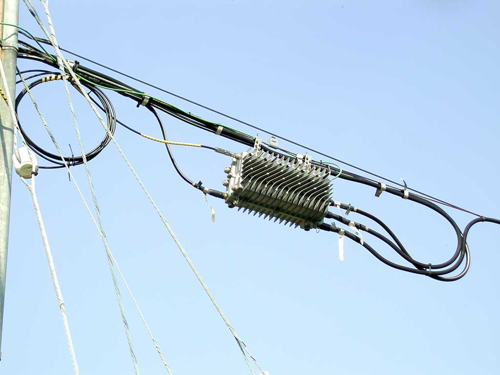 Cable Tv Structured Wiring 8 Port Antenna System Splitter Module The Fibre Enters At Left Top And There Are Three Trunks Exiting Right Side Trunk Cables Thicker Than Line